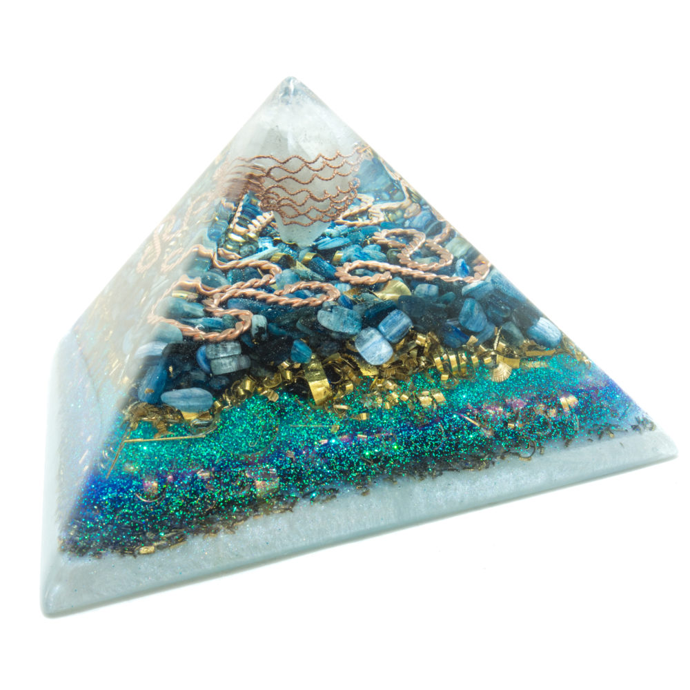 Orgone Pyramid - Orgone Energy - Crystal quartz, Kyanite