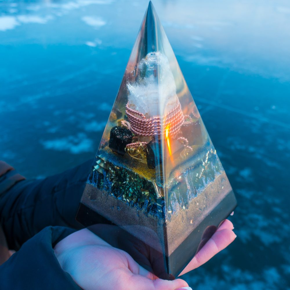 Orgone pyramid for 5G protection with black tourmaline and elite shungite.